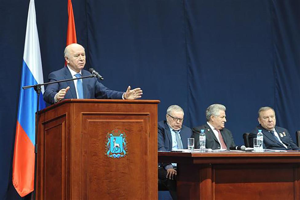 Губернатор Самарской обалсти Николай Меркушин (крайний слева). Фото: vkonline.ru