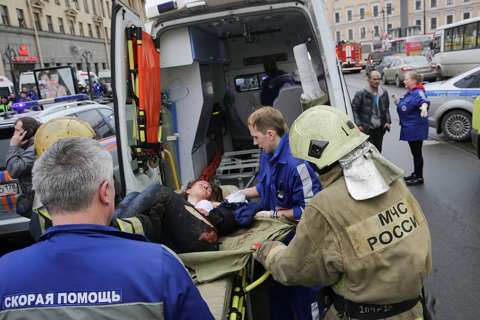 Последствия взрыва вметро вСанкт-Петербурге, 3апреля 2017 года.Фото: Антон Ваганов/ Reuters