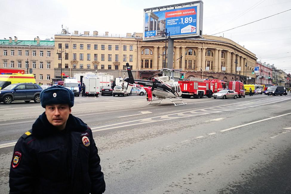 Ситуация около станции метро «Технологический институт» после взрыва, 3апреля 2017года. Фото: Руслан Шамуков/ AFP