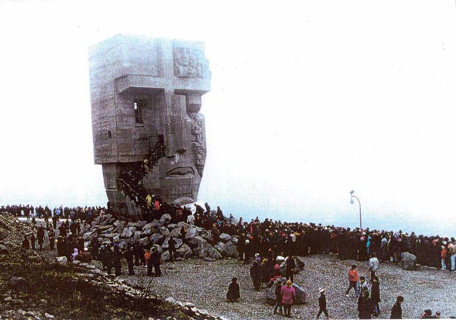 Монумент «Маски скорби» вМагадане. Фото: Константин Казаев