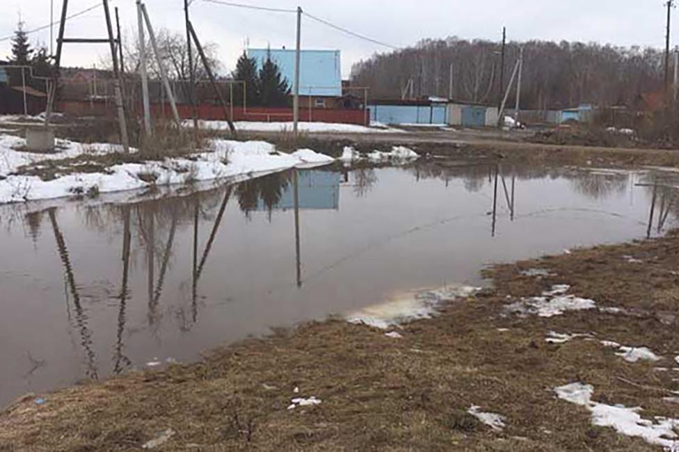 Фекальная река впоселке Трубный. Фото: Виталий Безруков
