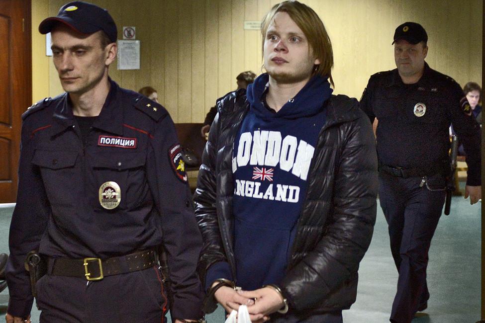 Дмитрий Богатов вздании Пресненского районного суда Москвы. Фото: Геннадий Гуляев/Коммерсантъ