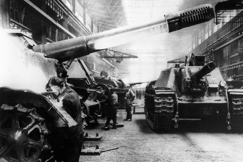 Производство ИСУ-152на Челябинском тракторном заводе. Фотохроника ТАСС
