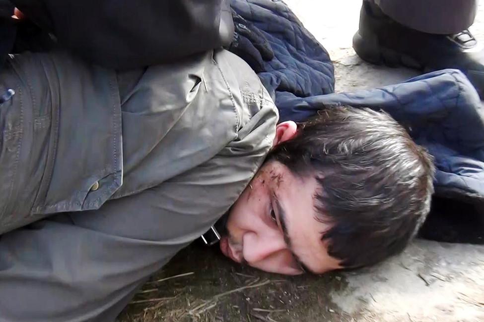 Предполагаемый организатор теракта впетербургском метро Аброр Азимов вовремя задержания сотрудниками ФСБ РФвОдинцовском районе. 3апреля 2017. Фото: ТАСС