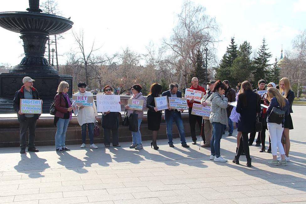 Омск. «Неможешь сломать журналиста— бей поего ребенку»