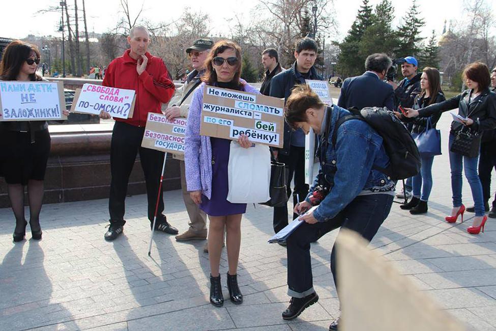 Наталья Яковлева (вцентре) вовремя акции протеста. Фото: Наталья Яковлева