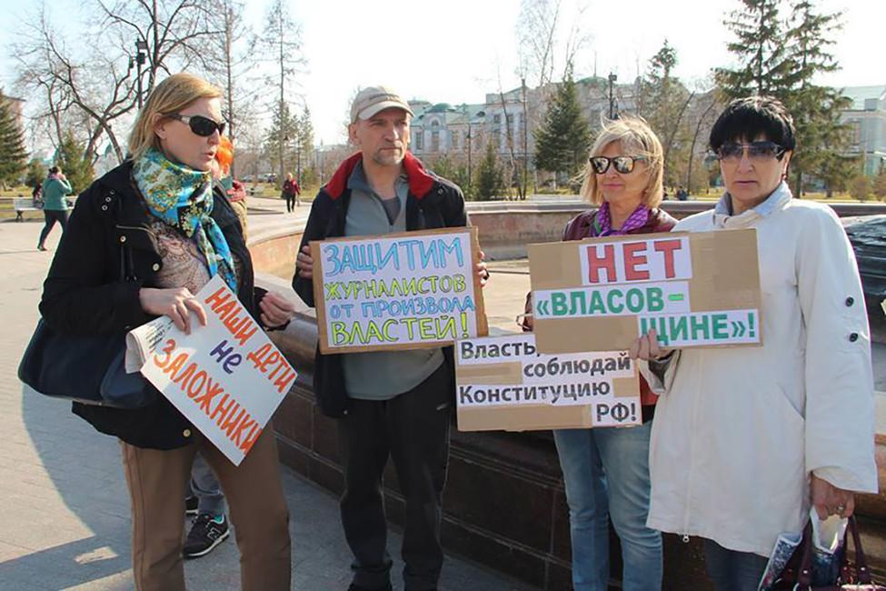 Пикет взащиту Натальи Яковлевой иеедочери. Фото: Наталья Яковлева