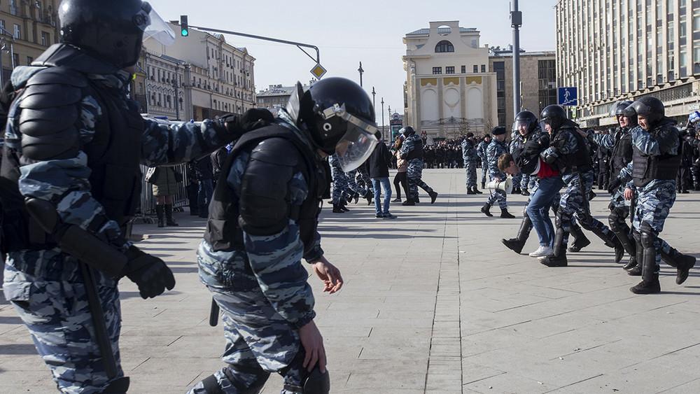 Еще один полицейский, пострадавший наакции 26марта, оказался потерпевшим поболотному делу