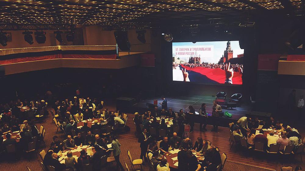 «Единороссы очень тупые»: что было наконгрессе для муниципальных депутатов