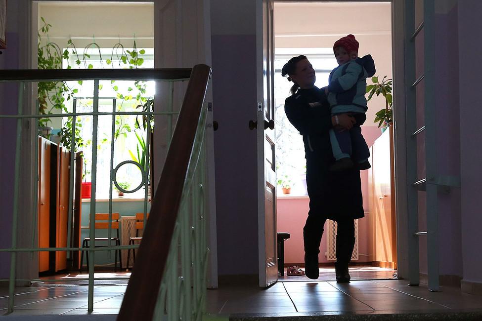 Приговор надвоих: осужденные матери смогут жить вместе сосвоими детьми до3-х лет