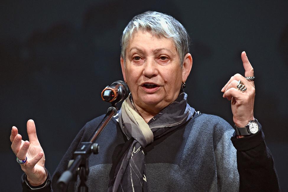 Писатель Людмила Улицкая нацеремонии. Фото: Анатолий Жданов/ Коммерсантъ