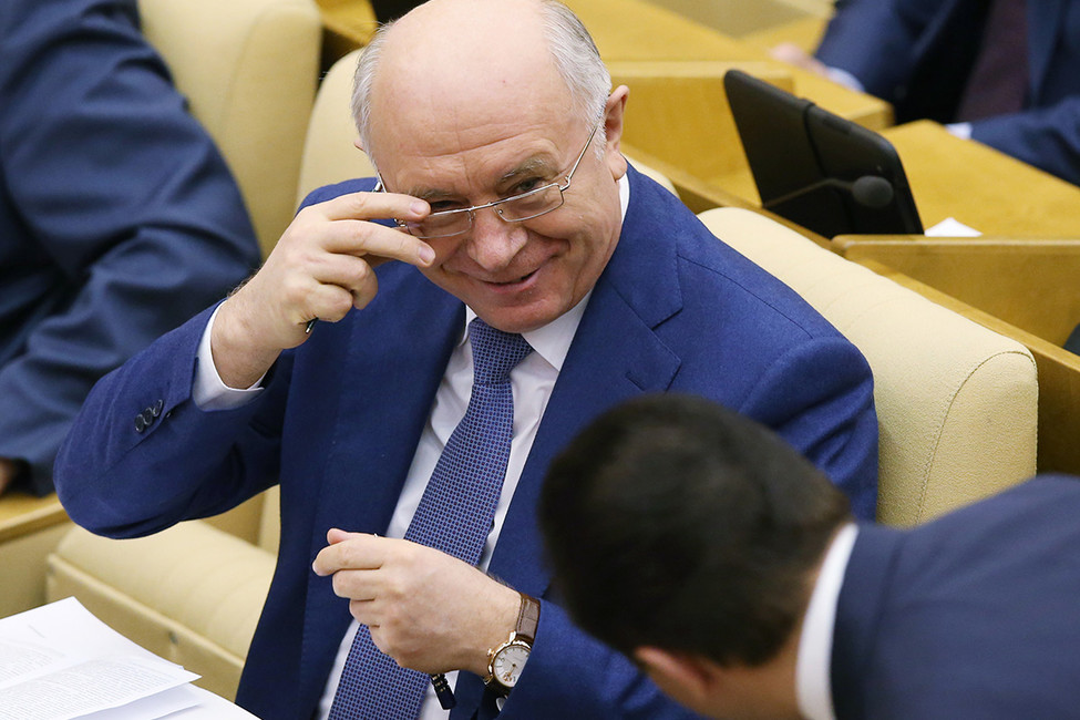 Самарским школьникам снижают оценки занезнание имени Меркушкина