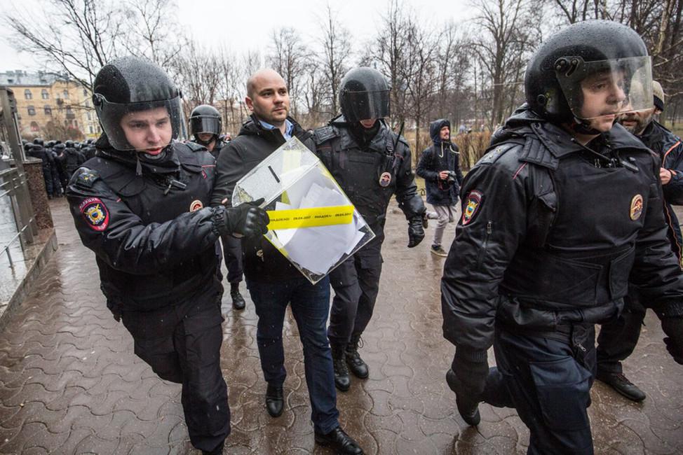 Задержание Андрея Пивоварова. Фото: Дэвид Френкель