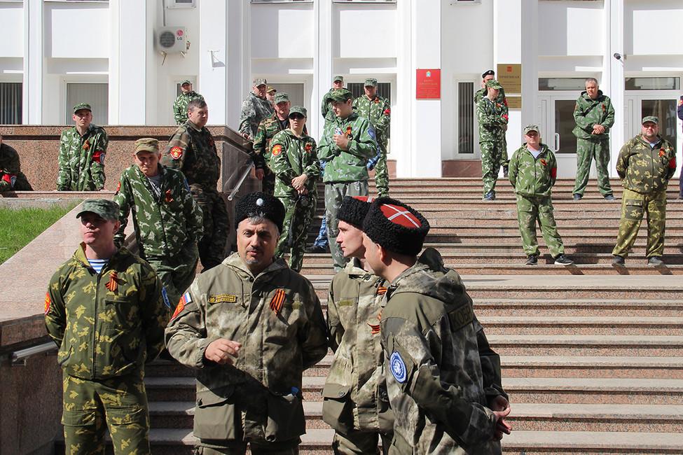 Тамбовские казаки отстояли приемную президента. Участников акции «Надоел» задержали, аказаки спели под баян