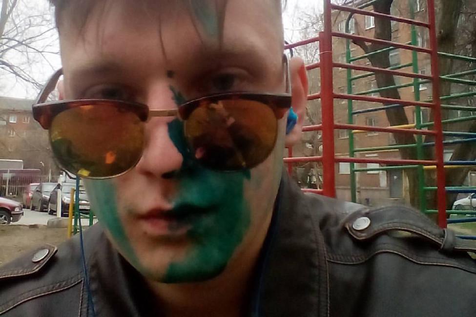 Журналиста изПервоуральска облили зеленкой после публикаций всоцсетях омитинге «Надоел»