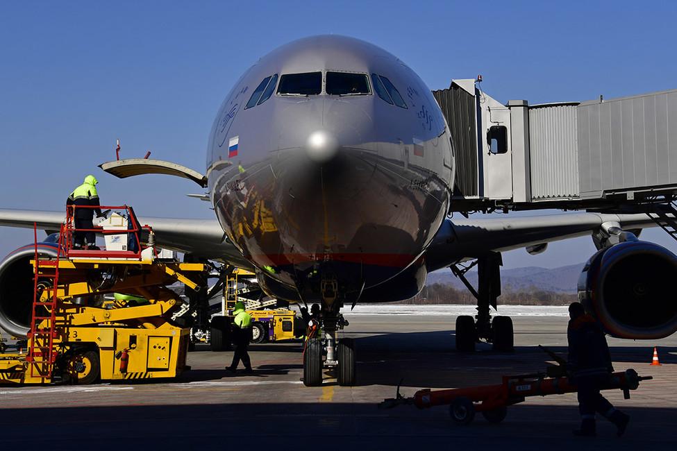 27авиапассажиров пострадали при попадании самолета взону турбулентности