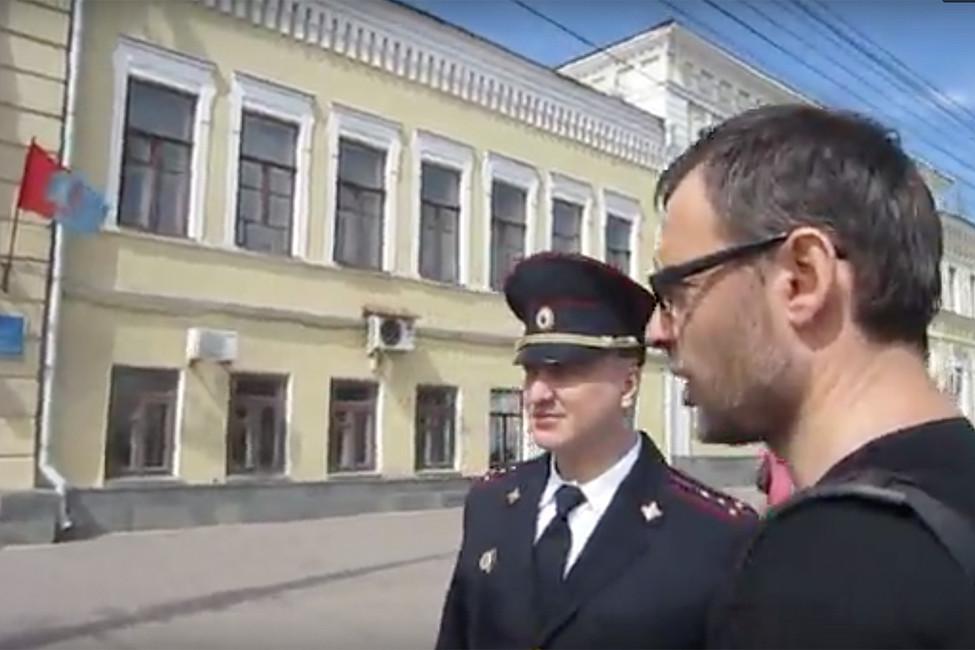 Единоросс написал второй донос. Тамбовский координатор «Открытой России» задержан вовремя прогулки погороду