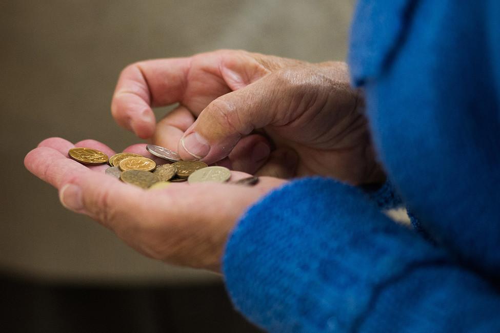 «МРОТ будет повышаться на300-400 рублей вгод». Эксперт— оновом поручении Дмитрия Медведева