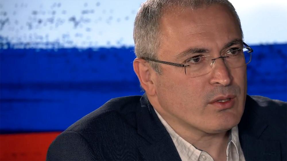 «Путин попал вспираль, изкоторой невозможно выбраться». Михаил Ходорковский иДмитрий Быков, видео