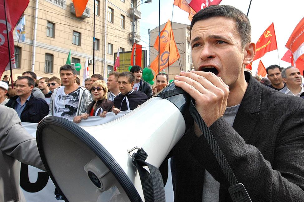 Илья Яшин вовремя «Марша миллионов», 6мая 2012года. Фото: Борис Регистер/ Коммерсантъ