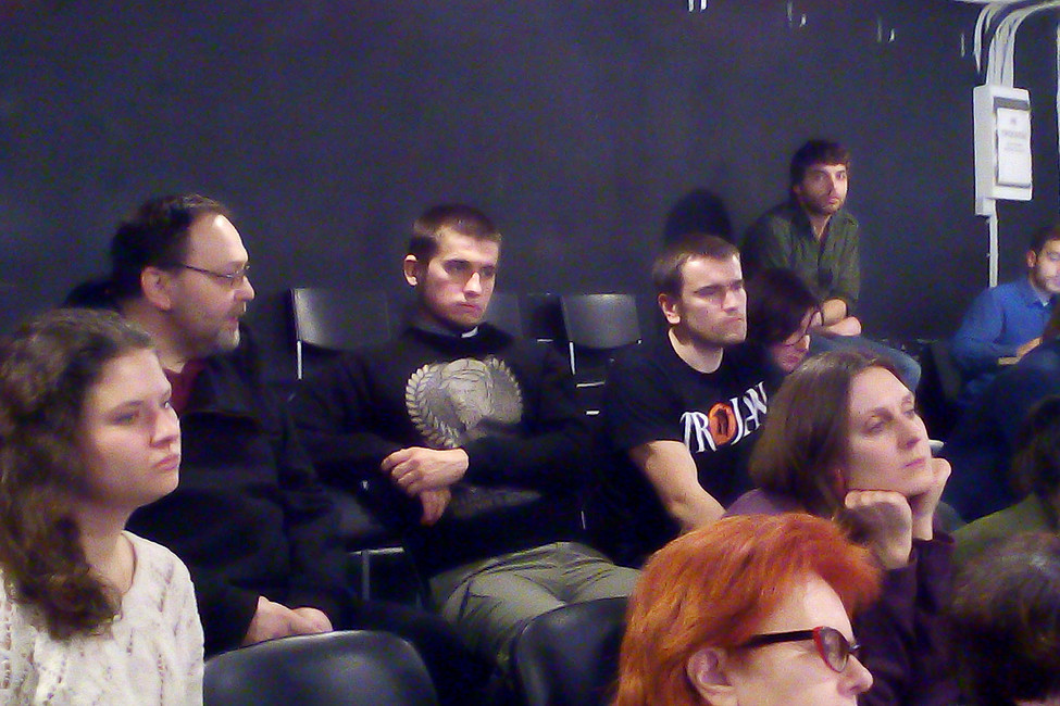 Алексей Полихович (третий слева) иАлексей Гаскаров (четвертый слева) вовремя репетиции спектакля «Болотное дело». Фото: Елена Гремина