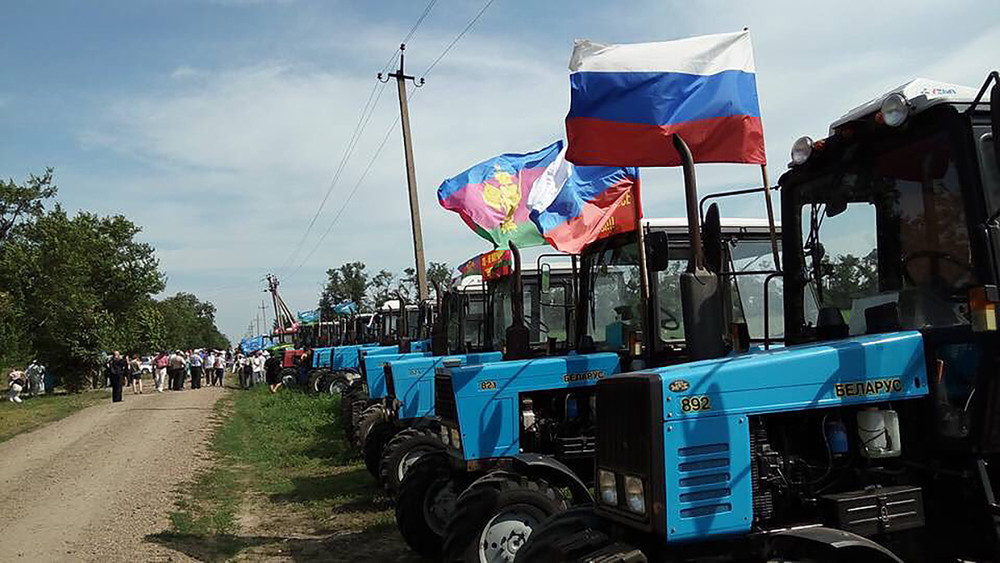 «Снами проводили устрашающие мероприятия»: как преследуют фермера, поучаствовавшего втракторном марше