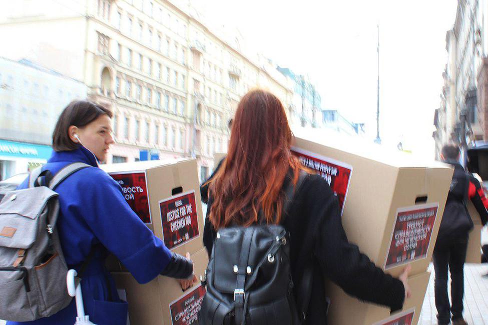 ВМоскве задержаны активисты, требующие расследовать притеснения геев вЧечне