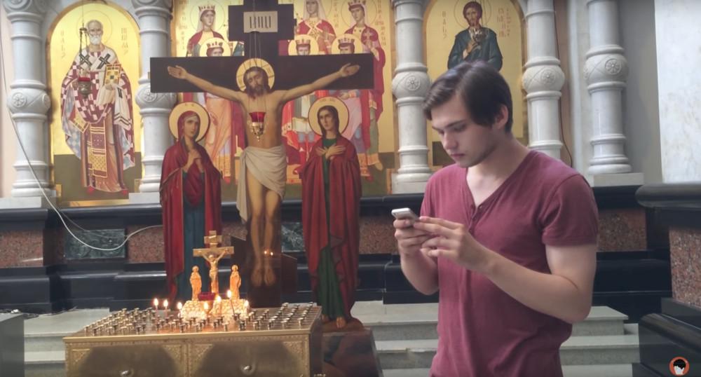 Кадр изролика «Ловим покемонов вцеркви» Руслана Соколовского