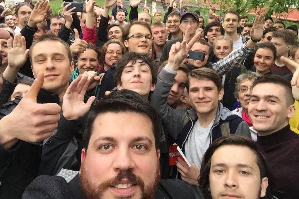 Команда Навального столкнулась сдавлением силовиков при открытии штаба воВладивостоке