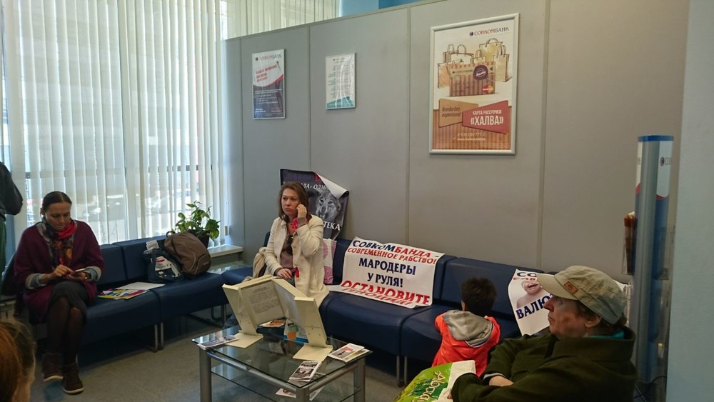 Валютные заемщики против «Совкомбанка»: протестующие голодают убанка уже неделю