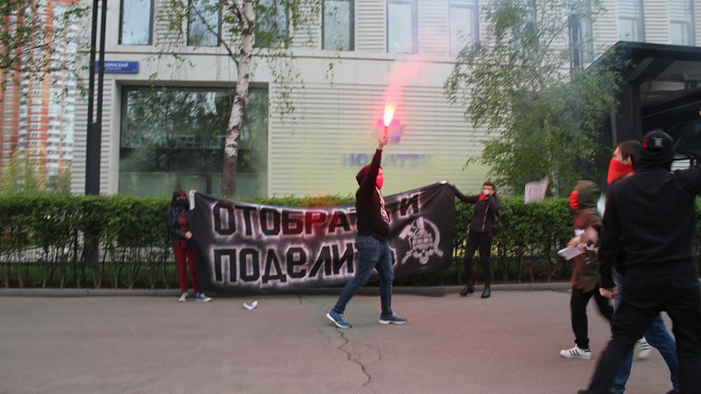 Сторонники Эдуарда Лимонова атаковали офис «Новатэка» Геннадия Тимченко