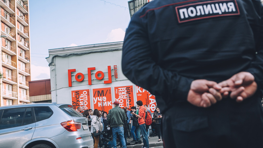 Театр-солидарность: фоторепортаж Открытой России сакции поддержки у«Гоголь-центра»