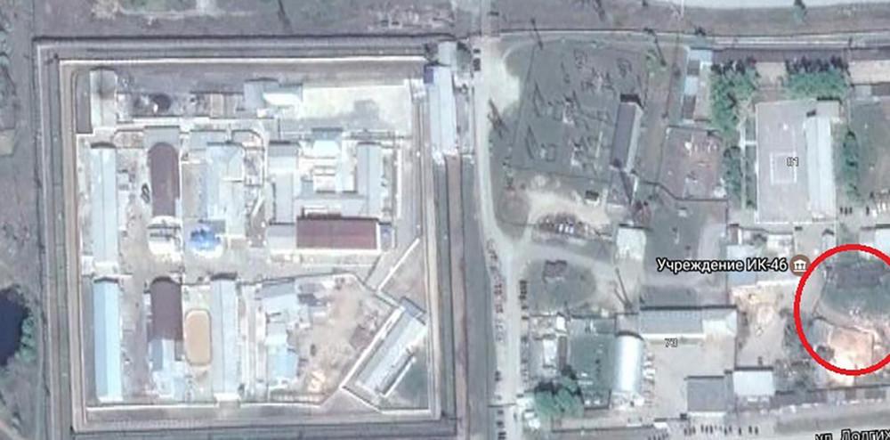 Так выглядит территория ИК-46. Красным кругом отмечена территория, где, скорее всего, находится особняк, построенный Чикиным. Фото: google maps