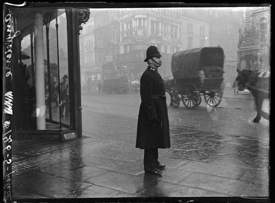 Английский полицейский вначале 20-го века. Фото: George Eastman House