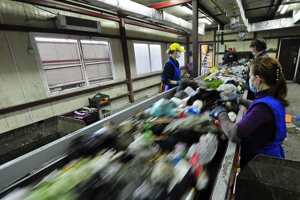 Работа мусоросортировночного предприятия. Фото: Фото: Юрий Смитюк/ ТАСС