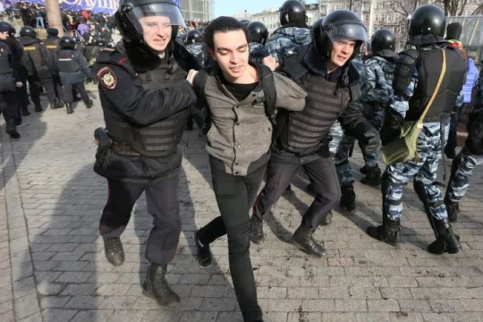 Кадр задержания Ефрема Сармазова. Источник: Радио Собода