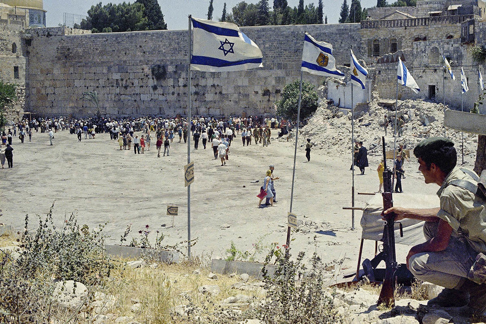 Израильтяне уСтена плача вИерусалиме, 16июня 1967года. Фото: AP