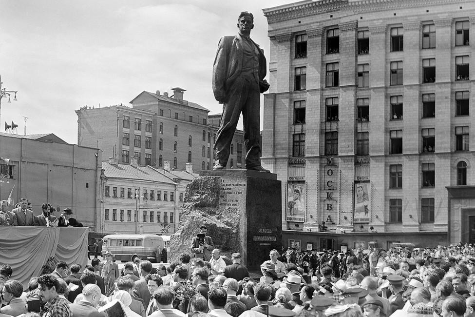 Открытие памятника поэту Владимиру Маяковскому вМоскве, 1958год. Фото: Фотохроника ТАСС