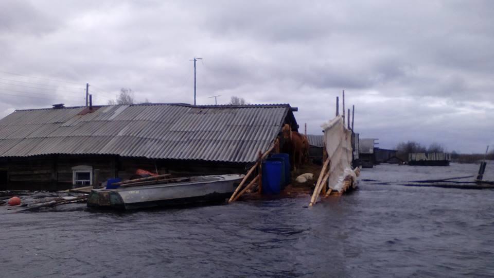 ВКоми из-за паводков село полностью ушло под воду
