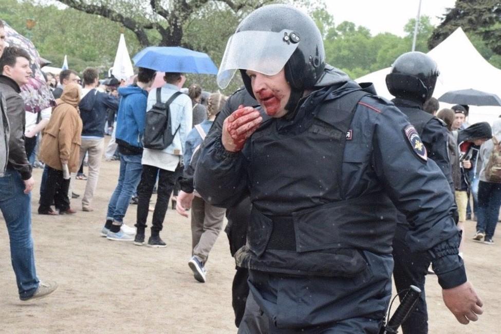 ВПетербурге поподозрению внасилии над полицейским задержали несовершеннолетнего активиста «Молодежного Яблока»