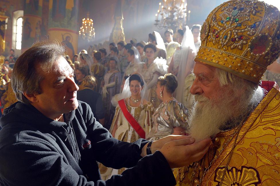 Алексей Учитель (слева) насъемках своего фильма оМатильде Кшесинской. Фото: Александр Петросян/ Коммерсантъ