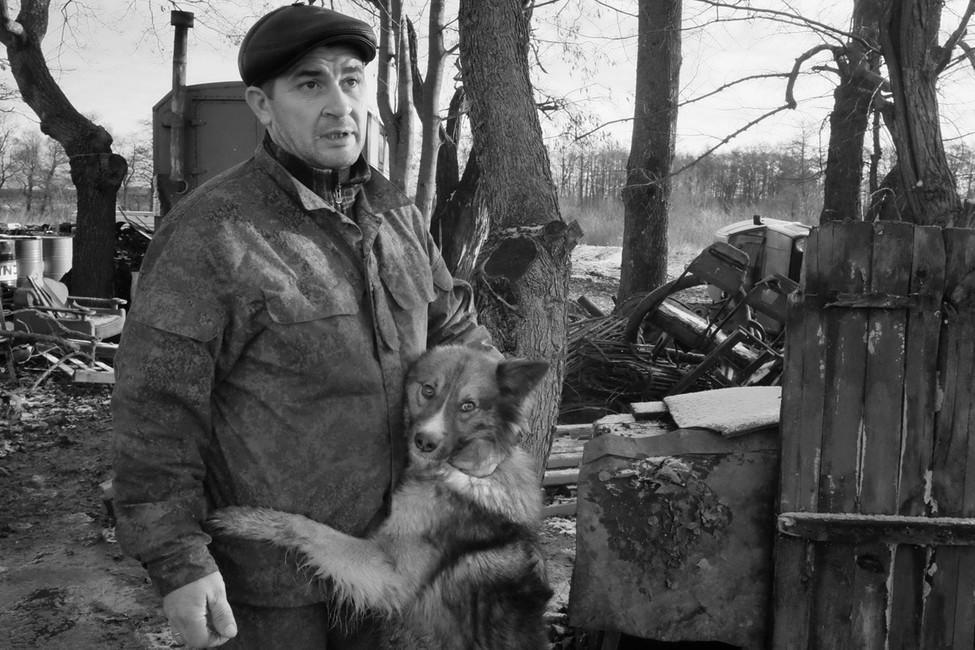 Фермер Ислам Ширинов насвоей ферме, которую поночам охраняет собака Малыш