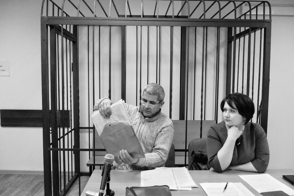 Фермер Ислам Ширинов (слева) иего адвокат Ольга Костерная (справа) вБалтийском городском суде