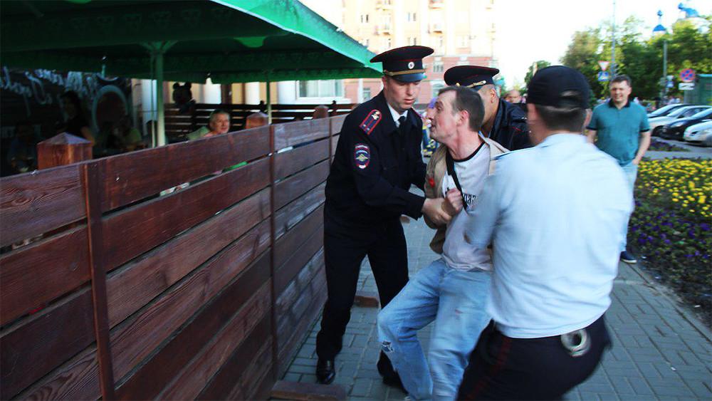 Тамбов. Журналист рассказал, как его задержали 12июня после неудобного вопроса вице-губернатору