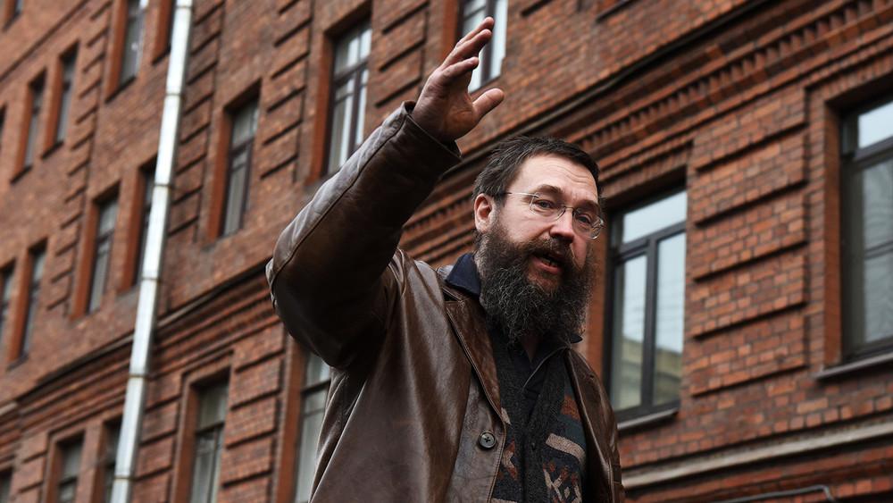 «Чистый Петербург»: как местная жительница закрыла магазин Германа Стерлигова сгомофобной табличкой