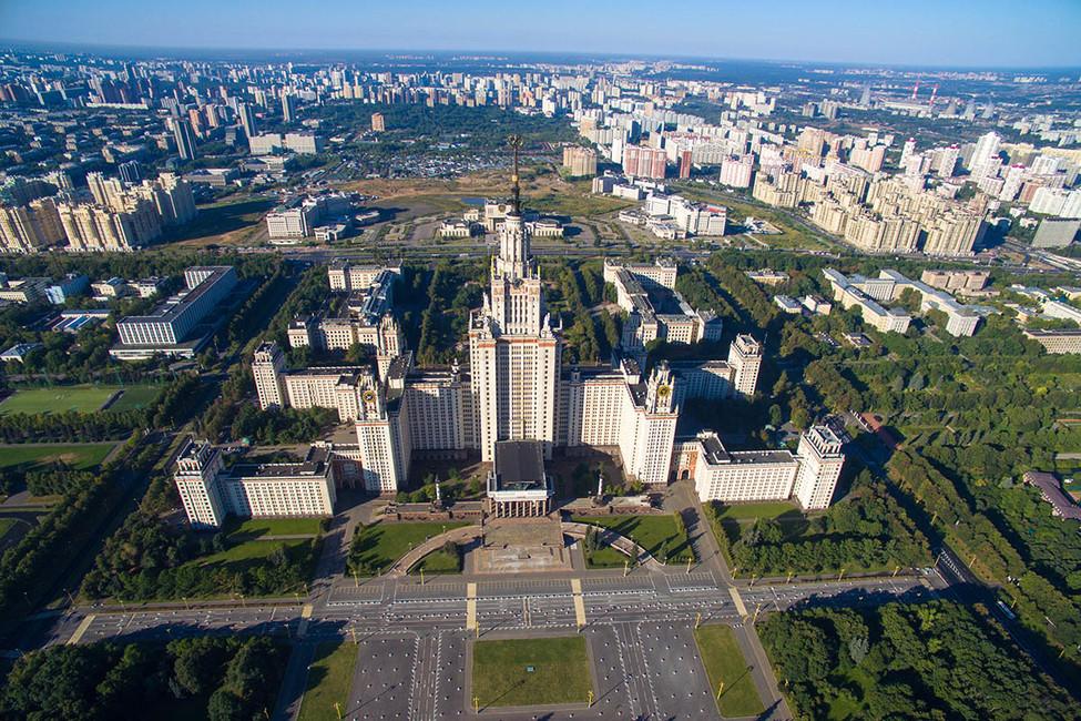 «Инициативная группа МГУ» начала сбор подписей против строительства фан-зоны устен главного здания МГУ