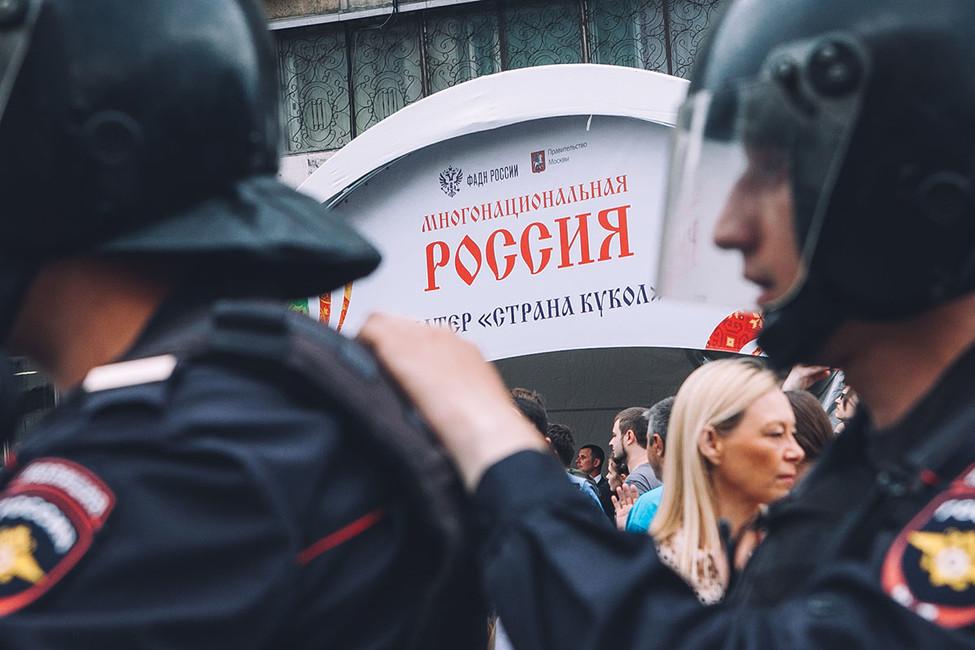 """Дмитрий Орешкин: «Люди начинают понимать, что время, когда мы""""поднимались сколен"""", заканчивается»"""