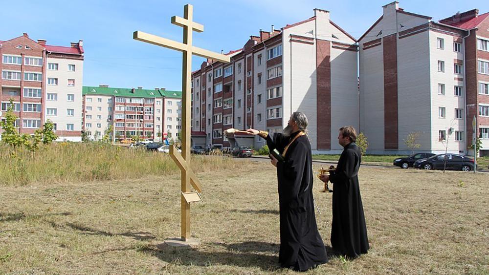 «Борьба слона итигра». Жители Смоленска протестуют из-за строительства храма взеленой зоне