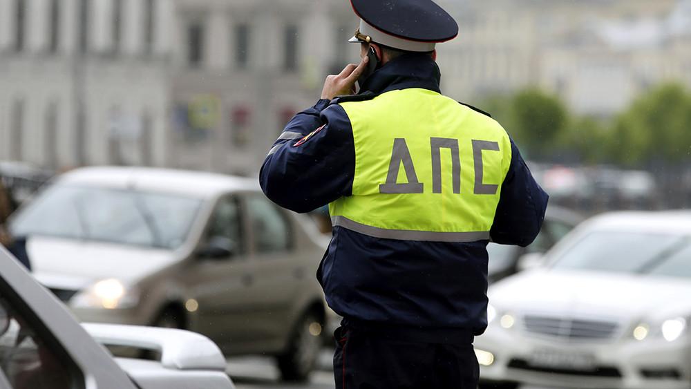 Гаишник «защитил» отполицейских иактивистов магазин жены споддельным алкоголем. ИмзанимаетсяСК