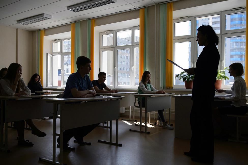 «Майские указы» вдействии: поручения президента выполняют через массовое увольнение учителей